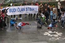 Ulični performans mladih sindikalaca iz cijele BiH: Mladi žele ostati u ovoj zemlji