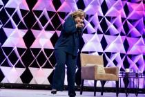 Hillary Clinton gađana cipelom
