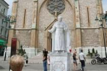 Čović i Dodik ni marke za papin spomenik, ostali dali državne, a rijetki privatne pare