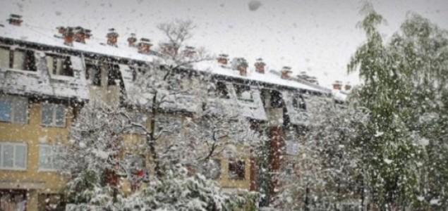 Zima je 15. u aprilu: Snijeg zabijelio Sarajevo