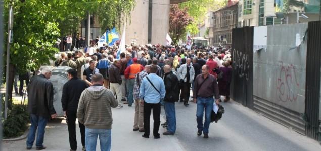 Demonstrante nema ko da primi, namjeravaju noćiti u zgradi Parlamenta FBiH