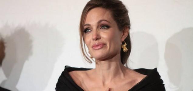 Zvijezda velikog srca: Angelina Jolie donirala 50.000 dolara za stradale u poplavama u BiH i Srbiji