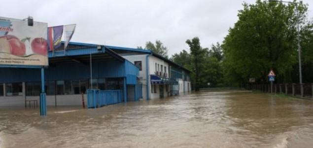 Nove žrtve poplava, akcije spašavanja se nastavljaju