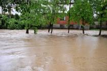 Nasip na Savi u mjestu Batkovići popustio, počinje evakuacija 10.000 osoba