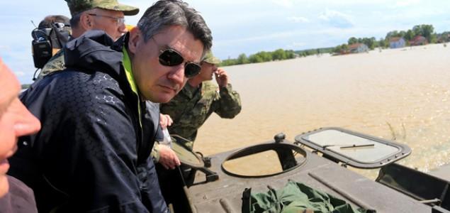 Premijer u poplavi besvijesti