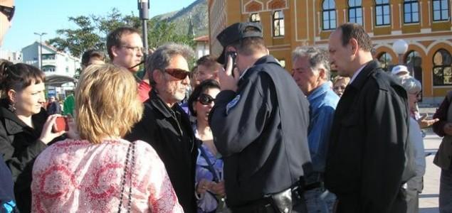 Treniranje strogoće mostarske policije na građanima koji protestuju u Mostaru