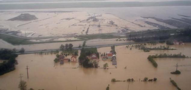 Potopljenom Obrenovcu preti i izlivanje Save, Šabac odbranjen od poplava