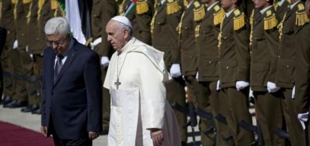 """UZBRDICE/ NIZBRDICE Ljubo  R. Weiss: Papa Franjo na """"pupku svijeta"""" ( I )"""