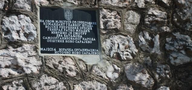 Na Vracama postavljena ploča u čast ratnog zločinca Ratka Mladića!