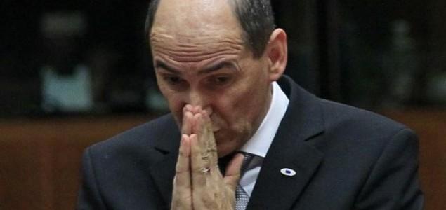 Majstor izvanrednog stanja zatvorio politički krug