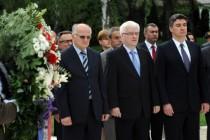 Josipović, Milanović i Leko položili vijence na Mirogoju: Hrvatska slavi 23. rođendan