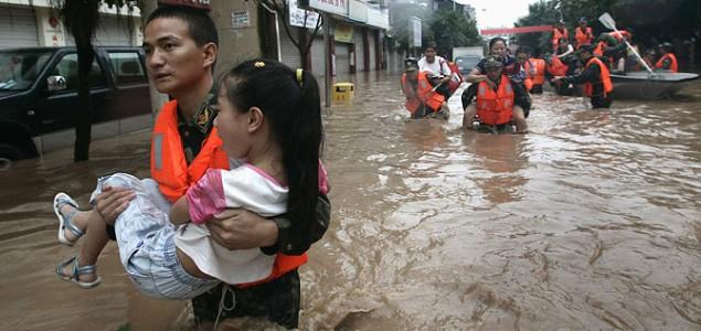 Kina: U poplavama stradalo 27 osoba, srušeno 9.700 kuća