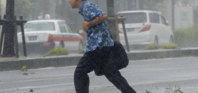 """Tajfun Neoguri: """"Posebna uzbuna"""" na jugu Japana, 480 tisuća ljudi pozvano na evakuaciju"""