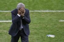 Vaha nije mogao suzdržati suze: Tješio igrače nakon ispadanja Alžira sa SP-a