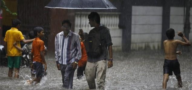Monsunske kiše prouzrokovale poplave u Indiji, 41 osoba stradala u klizištima