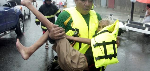 Strašni prizori na Filipinima: Poplave odnijele pet života, 200.000 evakuisanih