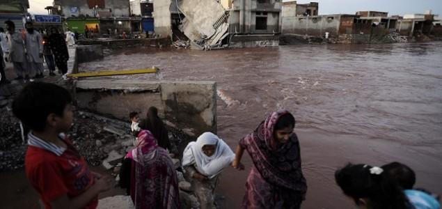 Monsunske kiše u Pakistanu i Indiji: Više od 300 mrtvih, spašeno gotovo 15 tisuća osoba