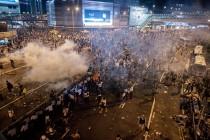 Protesti u Hong Kongu nastavljeni, interventna policija napustila ulice
