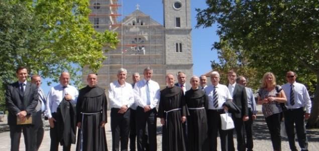 Crkva u službi ideologije kriminala i antihumanizma