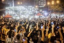 Ni nevrijeme nije zaustavilo prosvjednike u Hong Kongu da treću noć provedu na ulicama