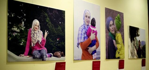 Otvorena izložba fotografija autorice Aide Redžepagić – 'Tolerancija na testu – život s hidžabom u bh. društvu'