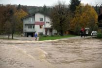 Slovenija: Pod vodom više stotina kuća, Drava raste