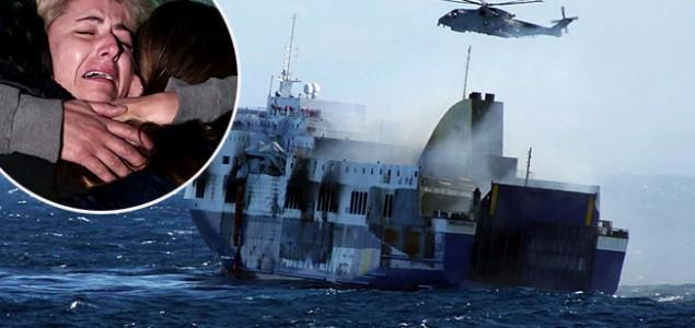 Evakuirani putnici s talijanskog trajekta, poginulo je deset osoba