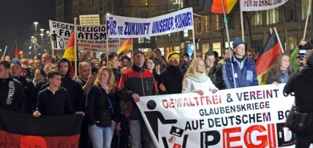 Bivši ministar kritizirao Merkel zbog antiuseljeničkih skupina