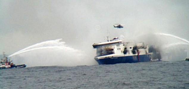 U toku akcija spašavanja 200 osoba sa talijanskog trajekta