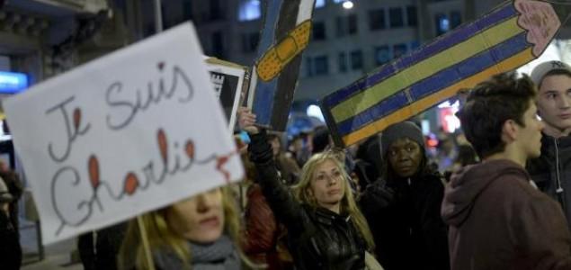 Dan kada je Pariz zanijemio: Francuska odaje počast žrtvama napada na Charlie Hebdo magazin