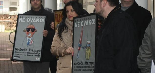 Medijski protest u Banjoj Luci: Država želi da novinari saviju kičmu, ali to se neće desiti