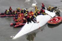 Avion TransAsije nakon polijetanja udario u most i srušio se, najmanje 11 poginulih