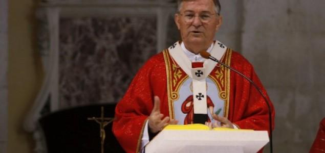 A s kim nadbiskup bankari?