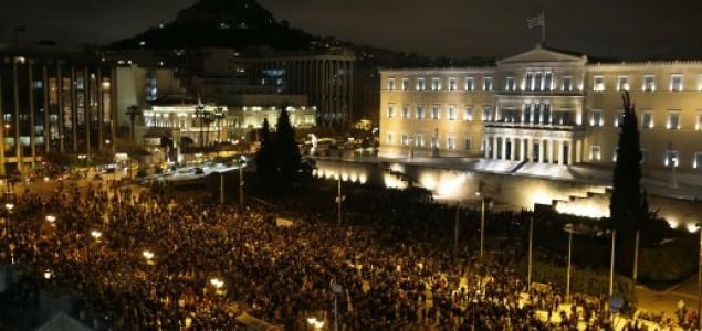 Tisuće ljudi u Ateni pružile potporu vladi