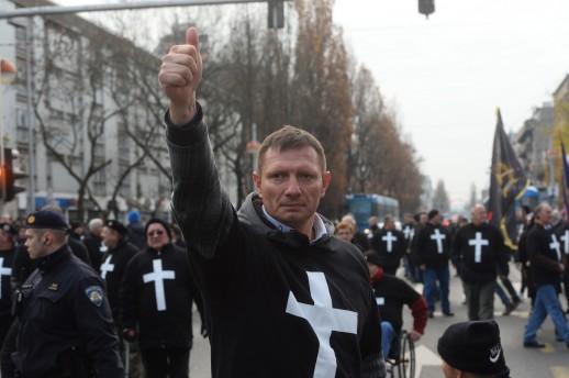 križari