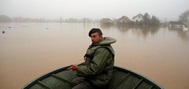 Nagrađeni britanski vojnici koji su pomagali bh. porodicama stradalim u poplavama