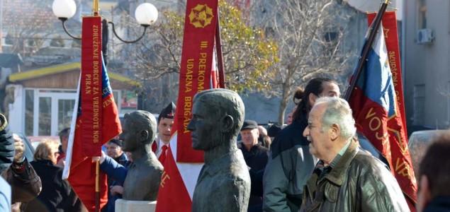 Mostar proslavio svoj rođendan: Antifašiste grupica proustaške mladeži zasula kamenjem