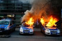 Očekuje se 10 tisuća ljudi iz cijele Evrope, u Frankfurtu počeo prosvjed protiv štednje: Gore automobili i gume