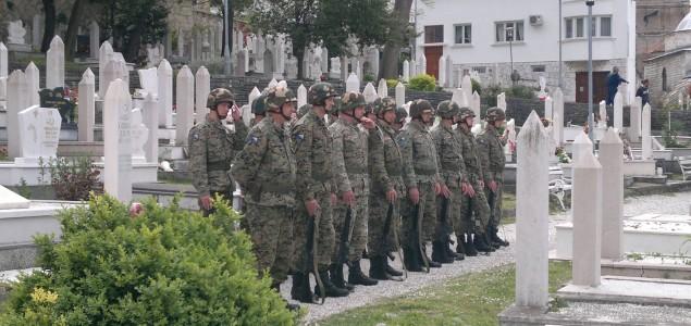 General Polutak: Bacili su oko na BiH……