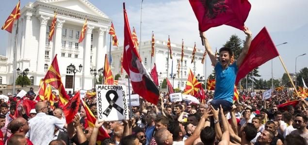 Skoplje: Masovni protesti pred zgradom Vlade