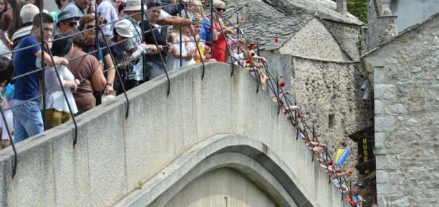 Šetnjom mira Mostarci proslavili Dan pobjede nad fašizmom