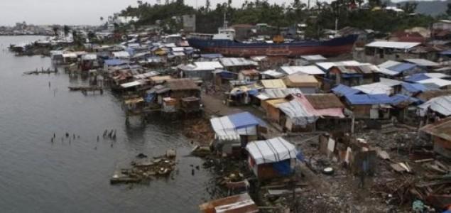 Dvoje mrtvih u snažnom tajfunu na Filipinima