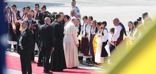 Papa Franjo stigao u Sarajevo!