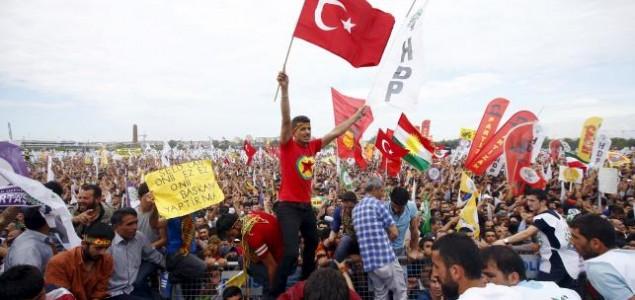 Parlamentarni izbori u Turskoj 2015: AKP još uvijek favorit