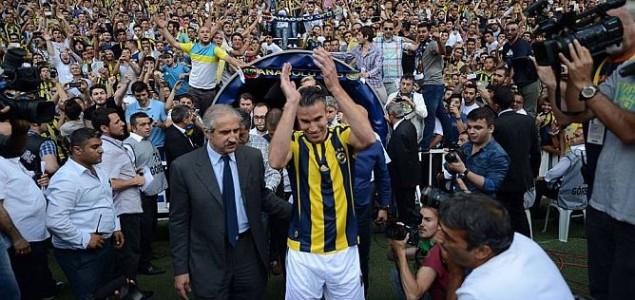 Van Persie potpisao za Fener, ludilo na Sukru Saracoglu stadionu