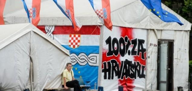 Predrag Lucić: Ima li Godota pod šatorom?