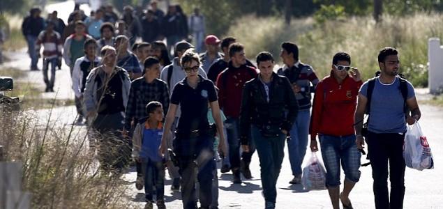 Na Kosu počelo ukrcavanje izbeglica na brod