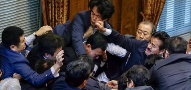 Japan: tuča u zemlji romantike i poezije