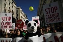 Oči svijeta opet uperene u Pariz: Više od pola milijuna ljudi na ulicama uoči summita o klimi