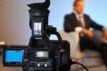 SLUŽI LI TELEVIZIJSKI INTERVJU DEMASKIRANJU JAVNIH LIČNOSTI?